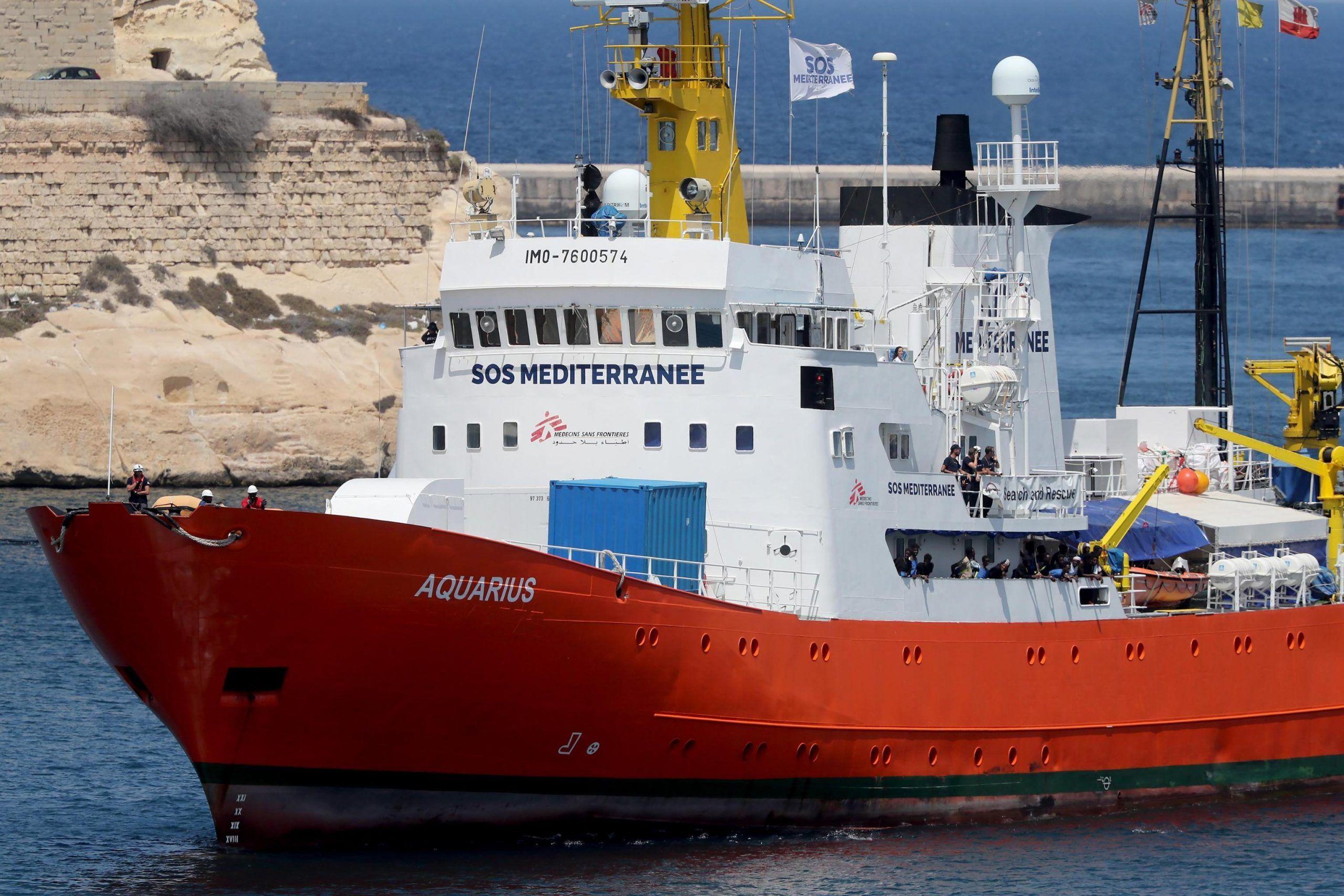 Aquarius senza porto: accordo tra Portogallo, Francia e Spagna ma i migranti sono ancora a bordo