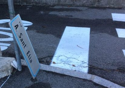 cartello caduto