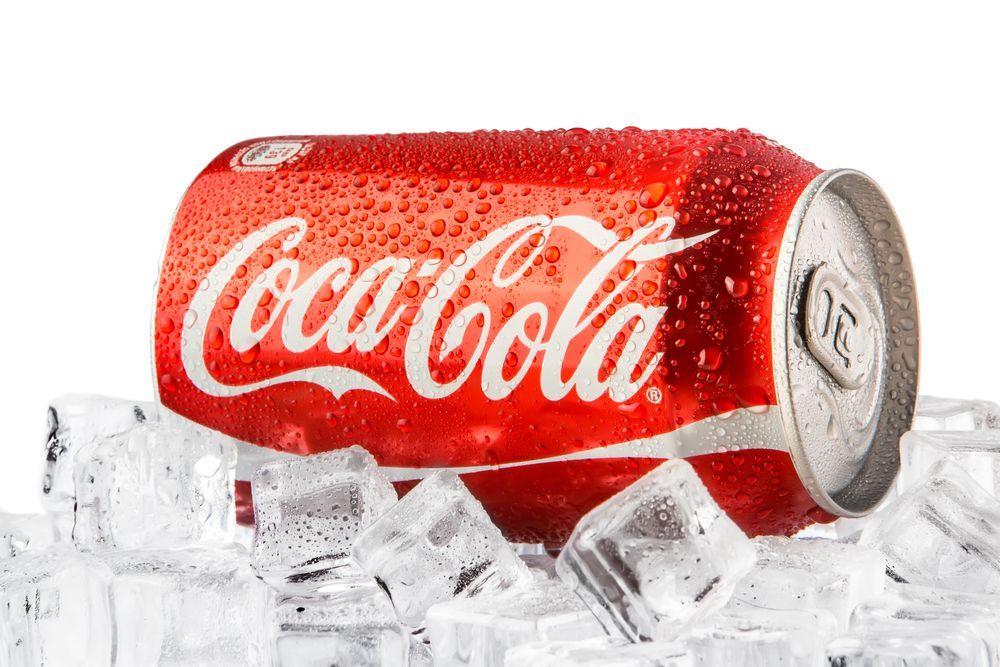 Arriva la Coca Cola alla cannabis: nuovo gusto per la bevanda più famosa al mondo