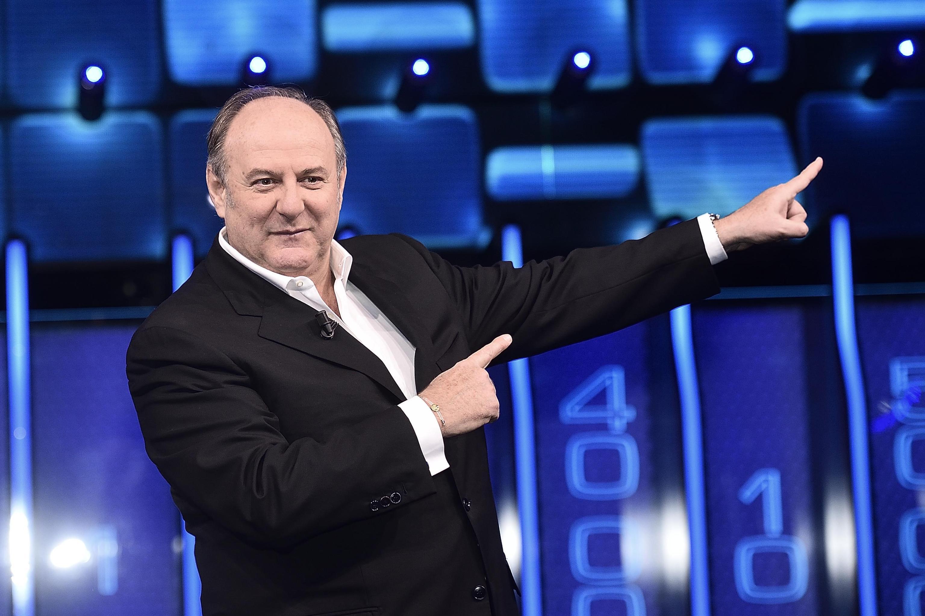 Gerry Scotti e le donne della TV: 'In 35 anni di carriera nessuna tentazione'