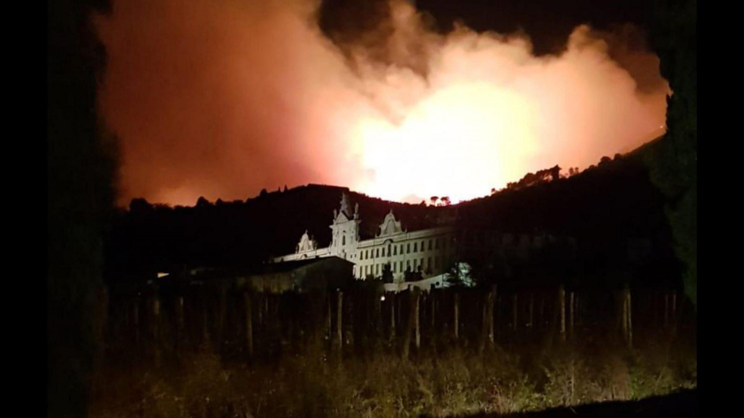 Incendio nel Pisano, ampliata zona evacuazione