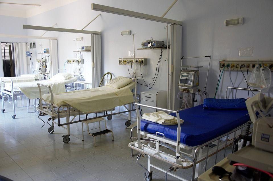 Viene curato per una sciatica ma ha un'infezione e muore a 48 anni