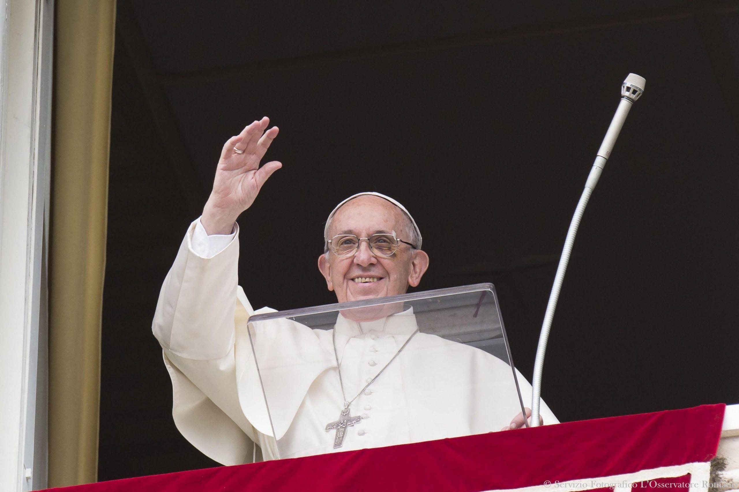 Papa Francesco: 'Il lavoro dà dignità all'uomo, non sussidi e denaro'