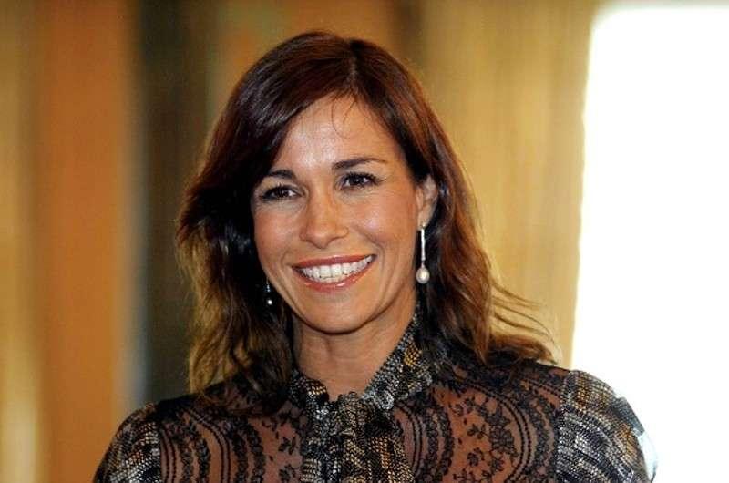 Cristina Parodi, frecciata a D'Urso e Venier: 'Non mi faccio mettere un armamentario di luci come loro'