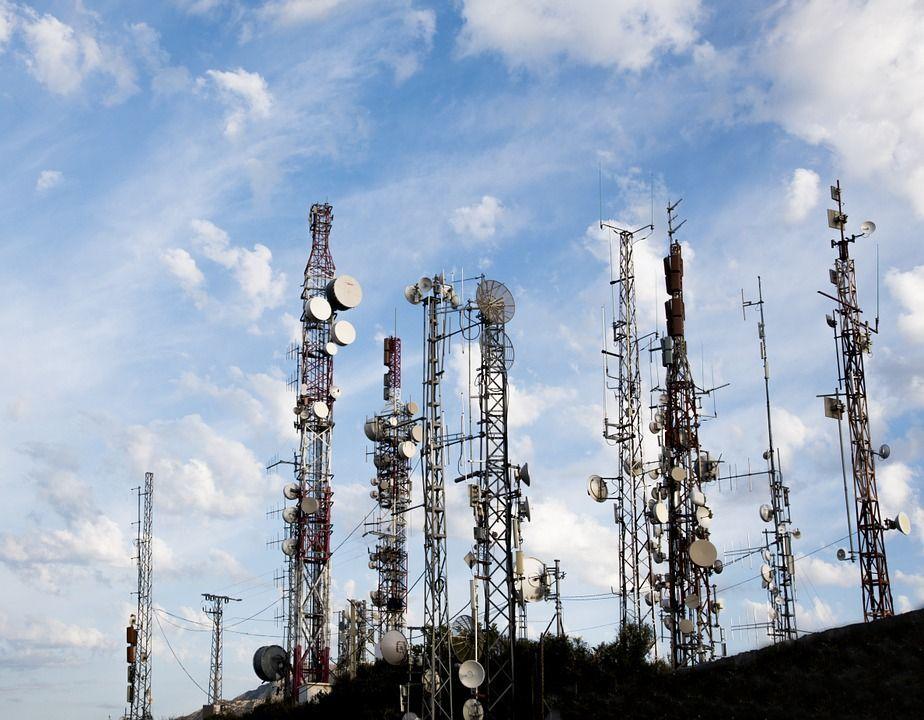 Cellulari e ripetitori 5G sono cancerogeni, la petizione dell'esperta per chiedere limiti cautelativi