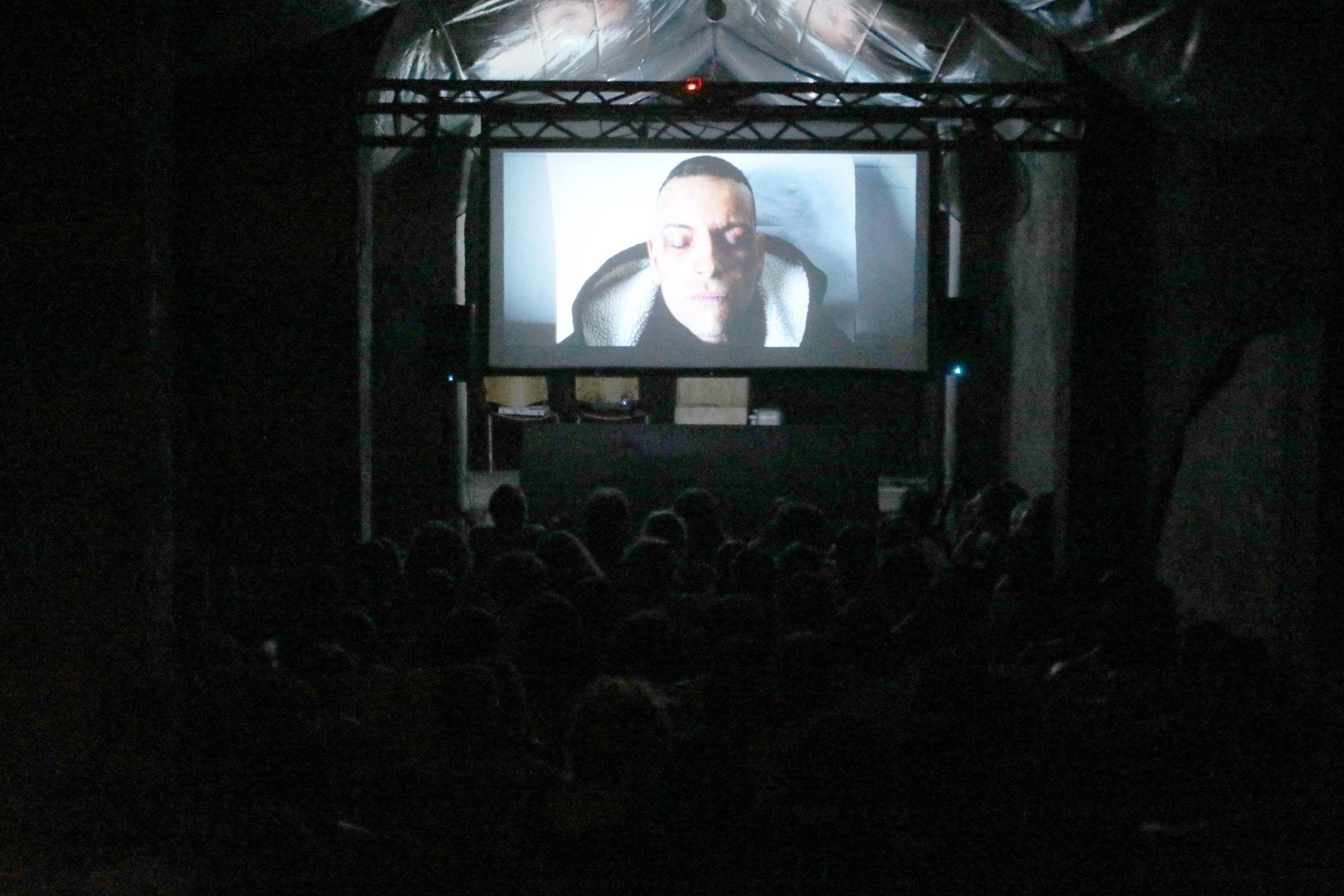 FILM SU CUCCHI DIVENTA FENOMENO, TRA PIAZZA, SALE E SCUOLE