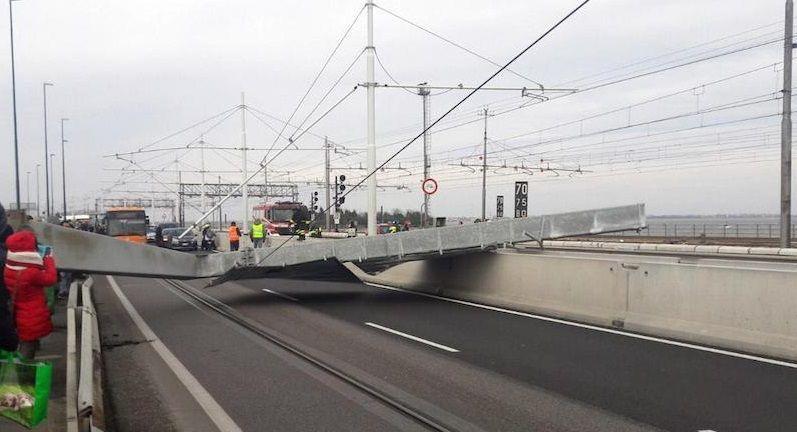 Maltempo: crolla pilone su ponte, bloccato accesso a Venezia