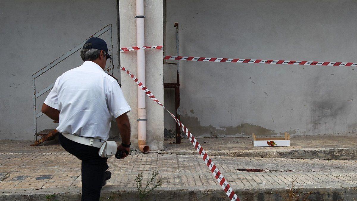Bimba lanciata dal balcone, l'avvocato rinuncia all'incarico: 'Non posso difendere quel padre'