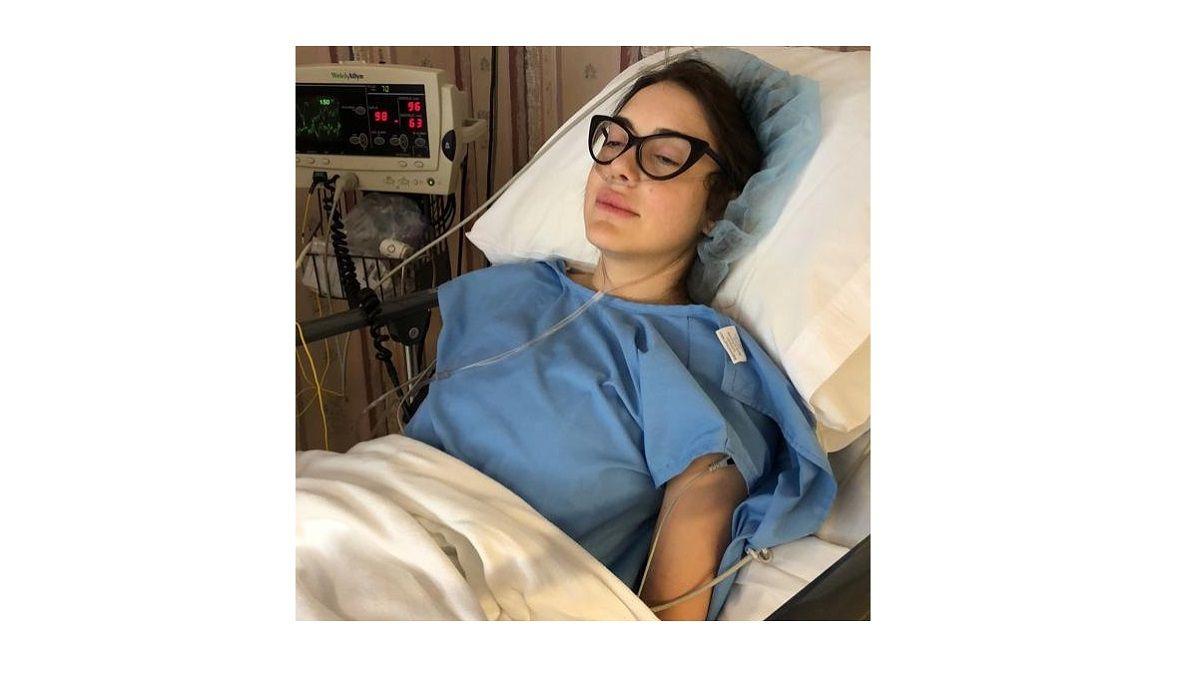 Ex modella racconta il suo calvario dopo un intervento chirurgico al seno: 'Amatevi come siete'