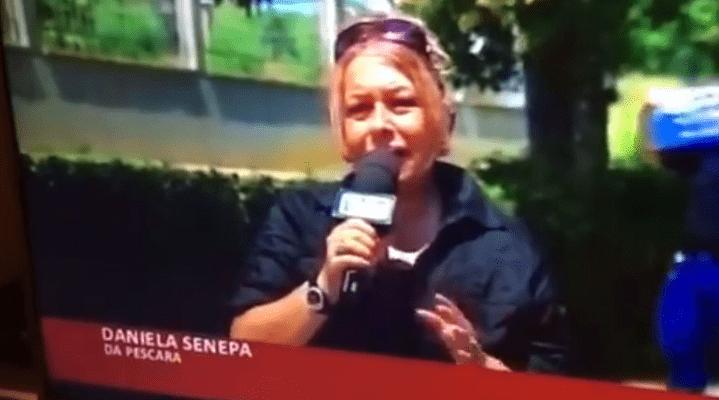 Giornalista colpita da ambulanza risponde con una parolaccia in diretta