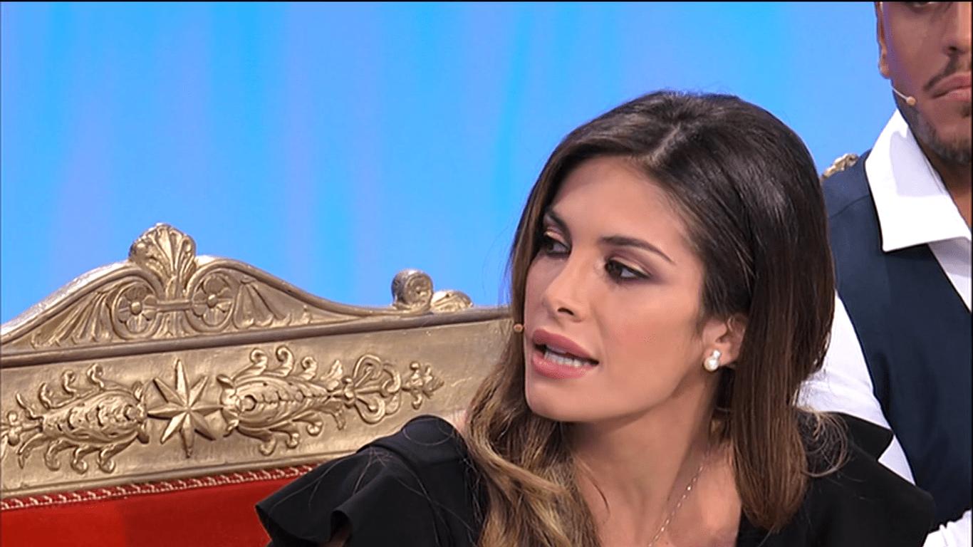 Uomini e Donne, Mara Fasone lascia il trono dopo la segnalazione di Gianni Sperti