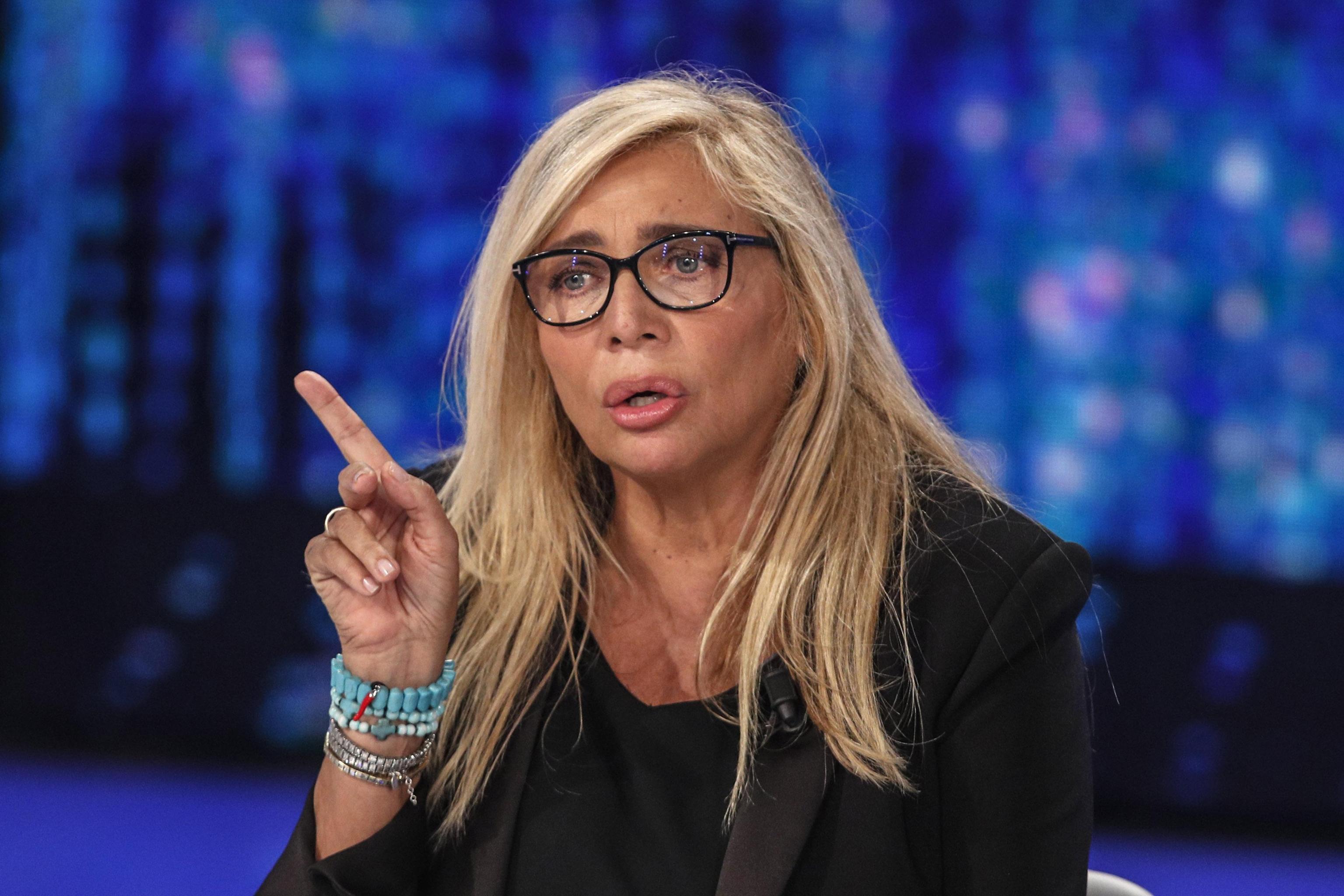 Mara Venier saluta in diretta l'attentatore di Togliatti, bufera sulla conduttrice
