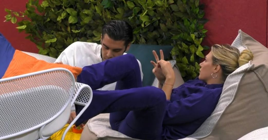 GF VIP 3, Stefano Sala flirta con Benedetta Mazza. La fidanzata Dasha: 'Non sono contenta'