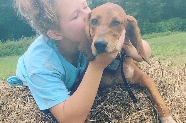 12enne investita nel tentativo di salvare il cane: saranno sepolti insieme