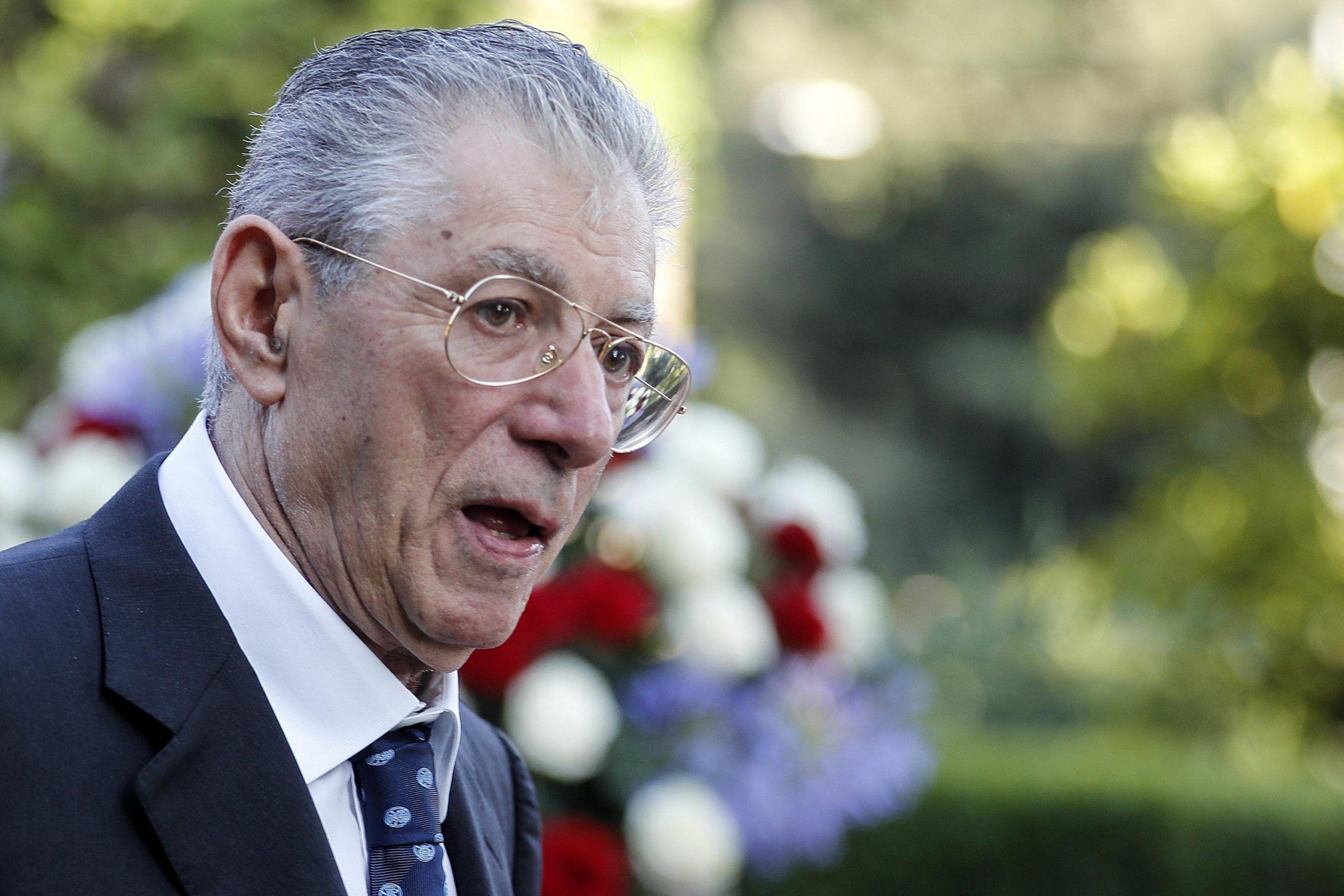 Umberto Bossi vuole l'affidamento ai servizi sociali per evitare il carcere
