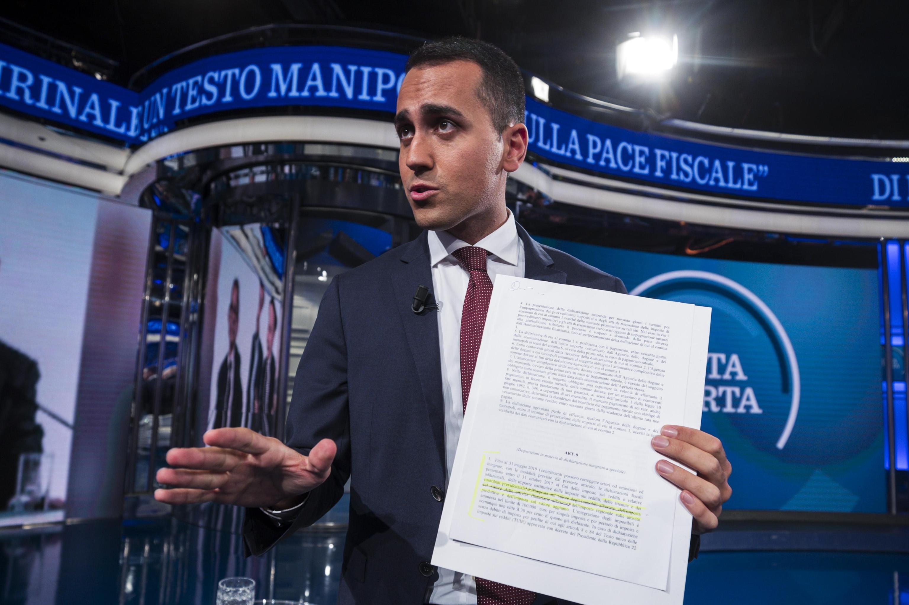 Manovra: Di Maio denuncia in tv la manipolazione, caccia alla 'manina' che ha truccato le carte