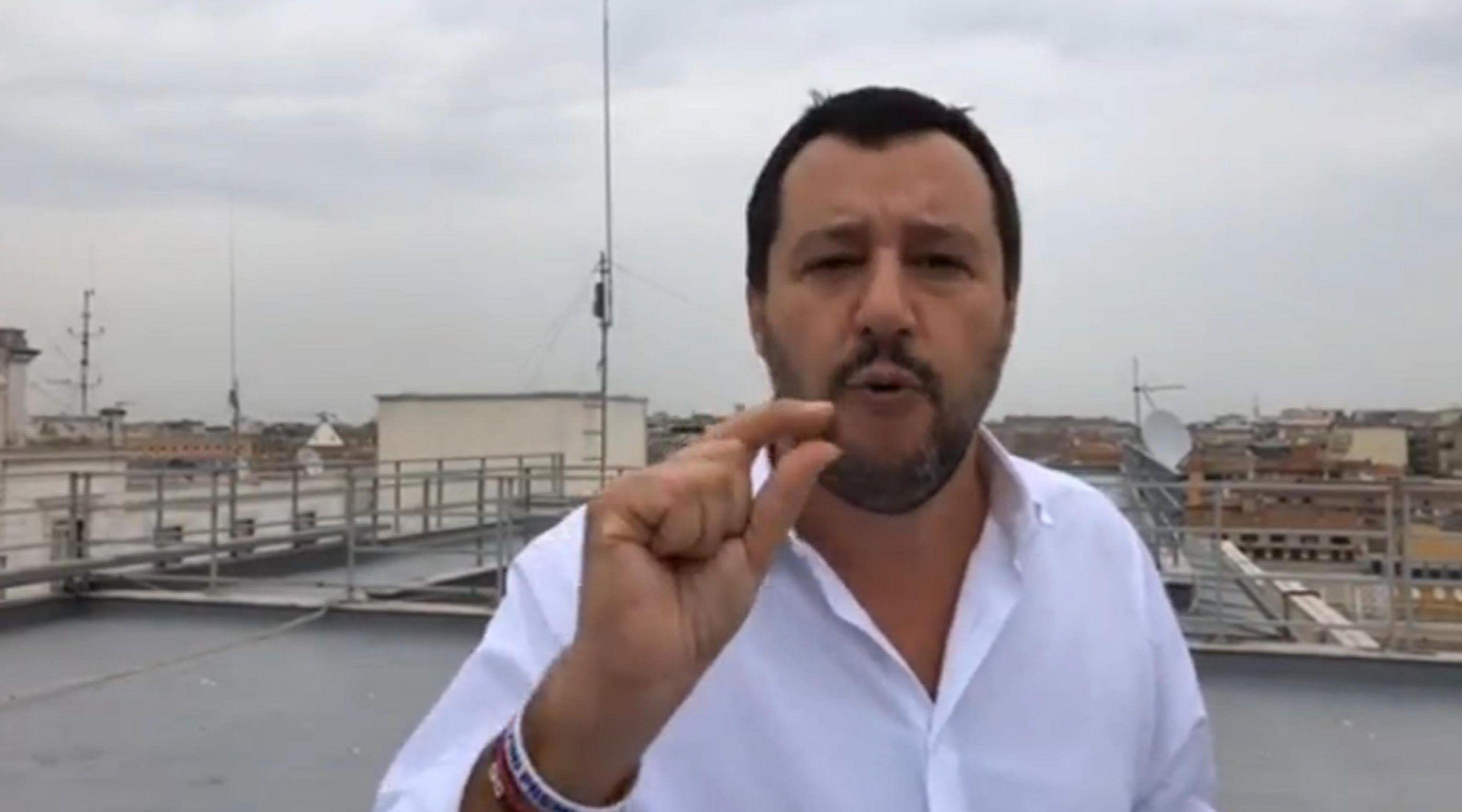 Decreto Sicurezza, Salvini: 'Sì alla chiusura dei negozi etnici entro le 21'
