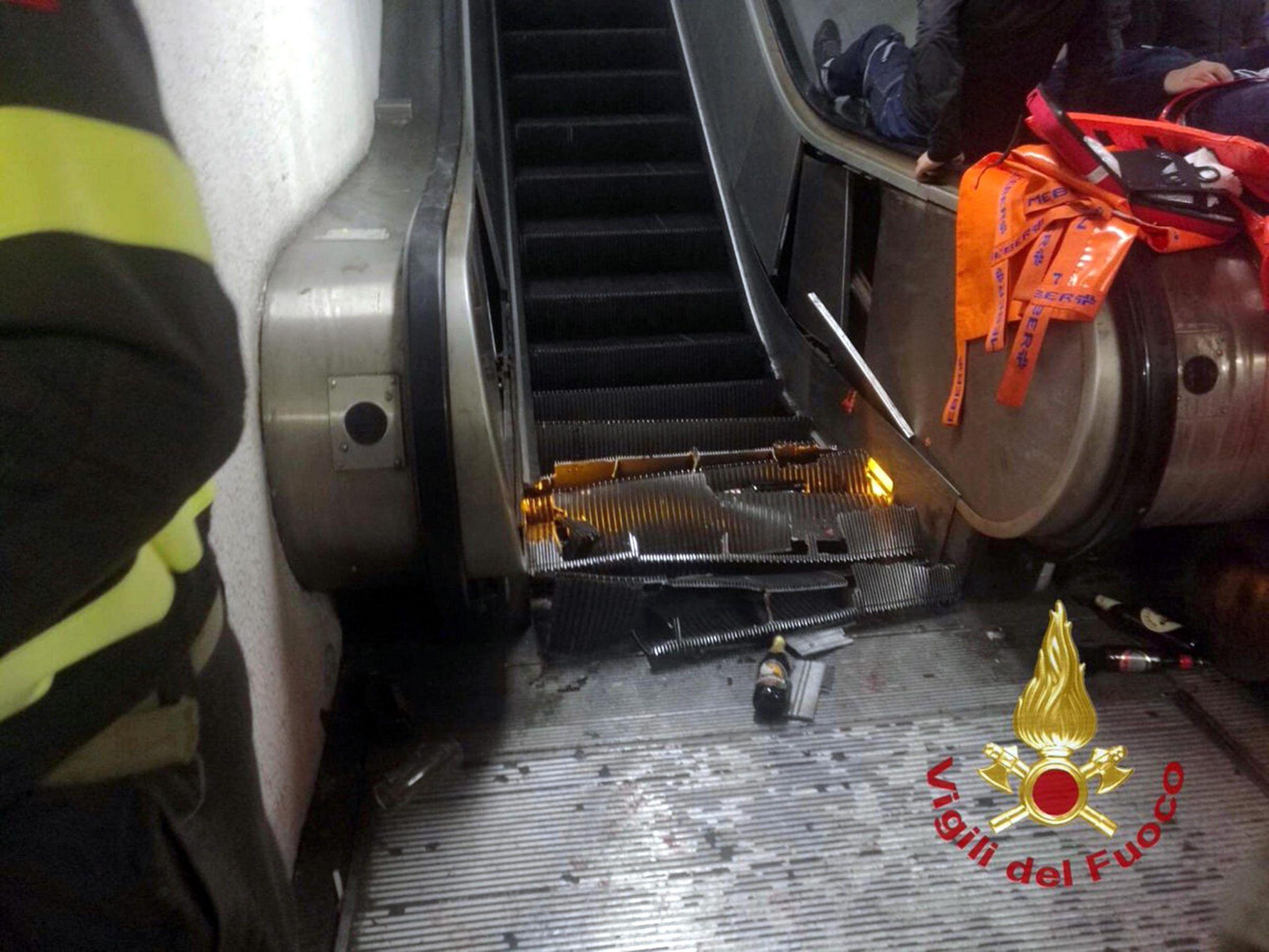 Roma: 24 feriti nel crollo della scala mobile della metro A