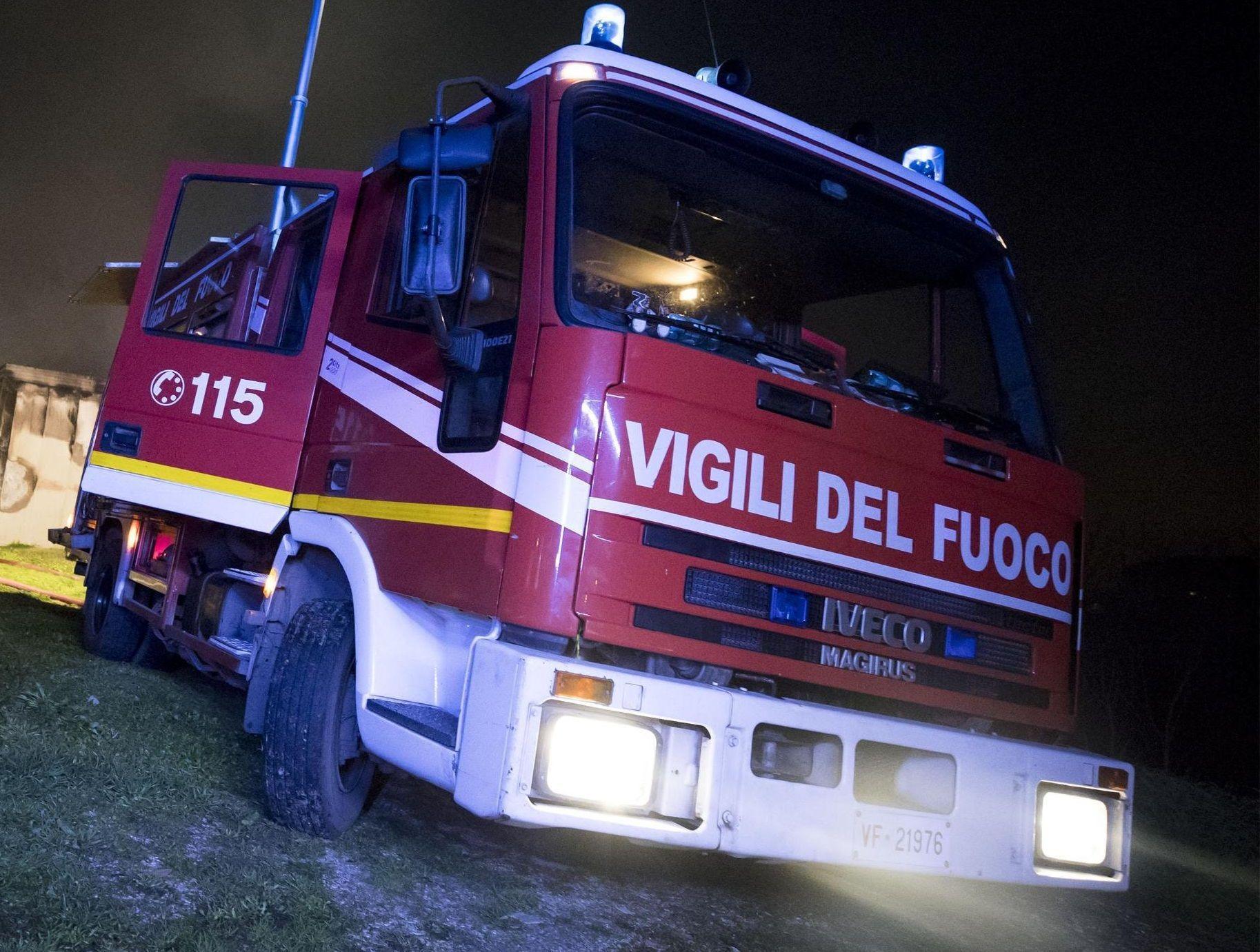 Pavia, incendio su treno che trasporta gas: Vigili del fuoco evitano il disastro