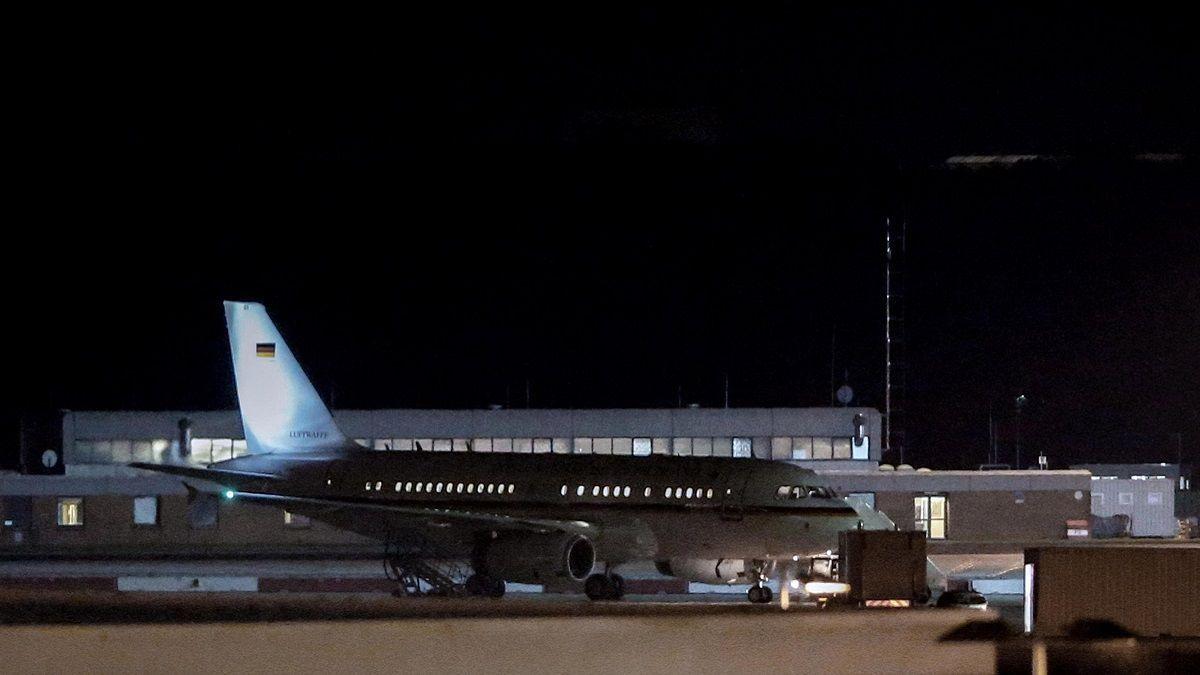 Atterraggio d'emergenza a Colonia per l'aereo di Angela Merkel: si indaga sulle cause del malfunzionamento