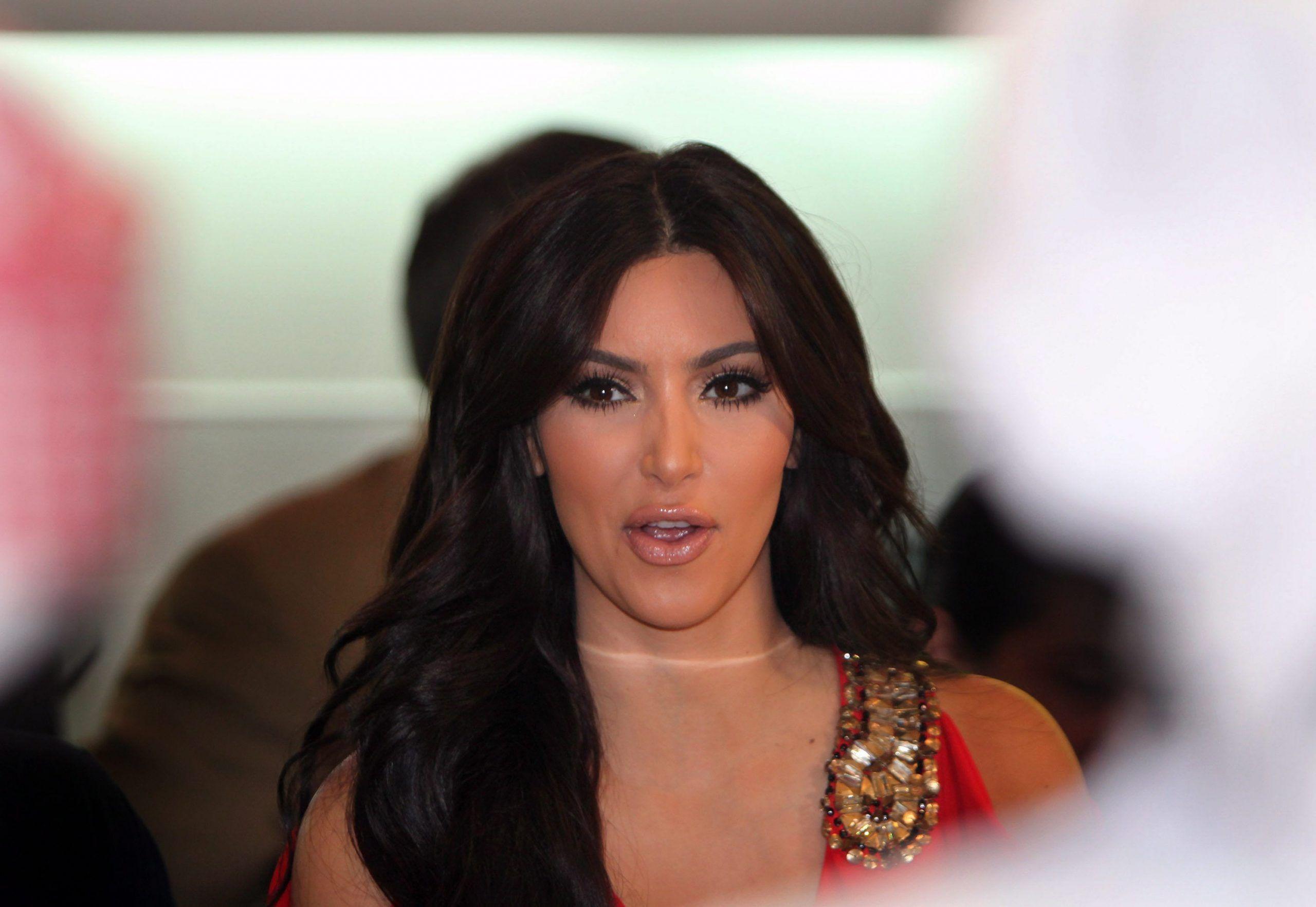 Kim Kardashian accusata di aver modificato con photoshop il corpo della figlia per renderla più magra