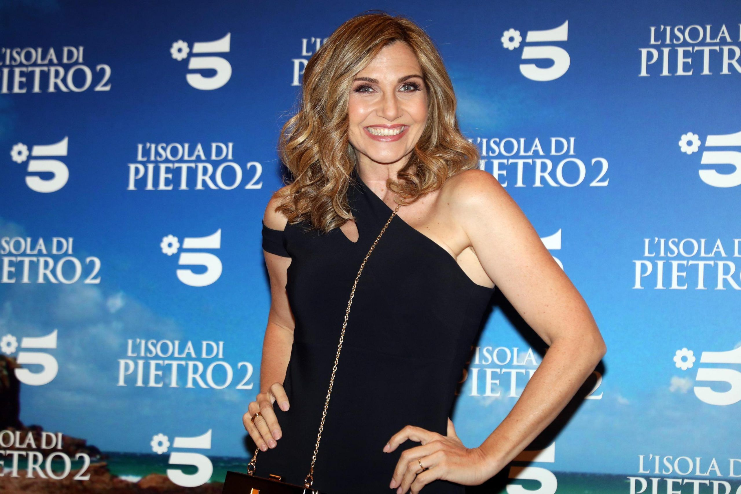 Lorella Cuccarini con uno sconosciuto, ma è un amico: il matrimonio non è a rischio