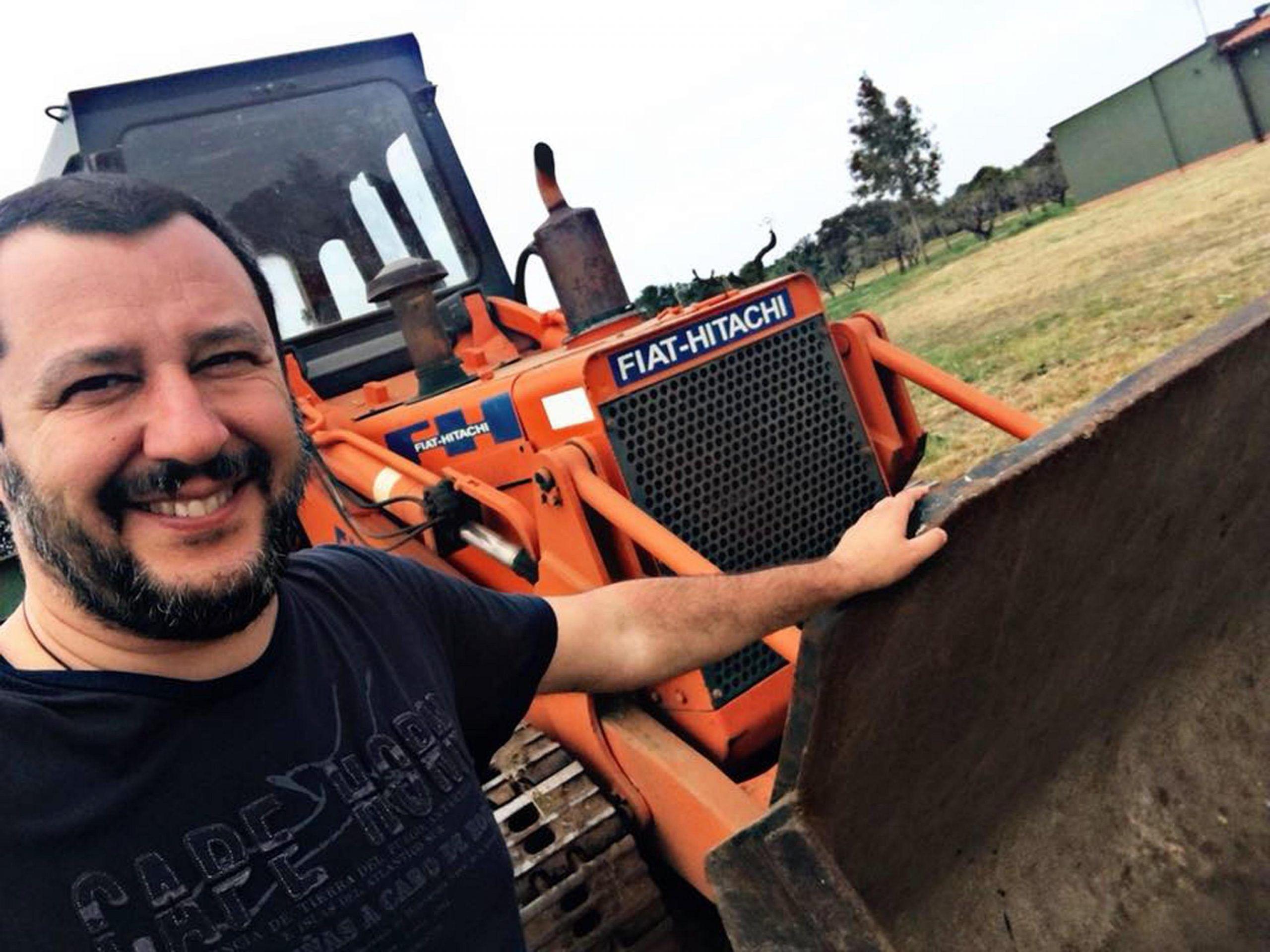 """Matteo Salvini: """"Pronta la ruspa per la villa dei Casamonica, il 26 novembre l'abbatto"""""""