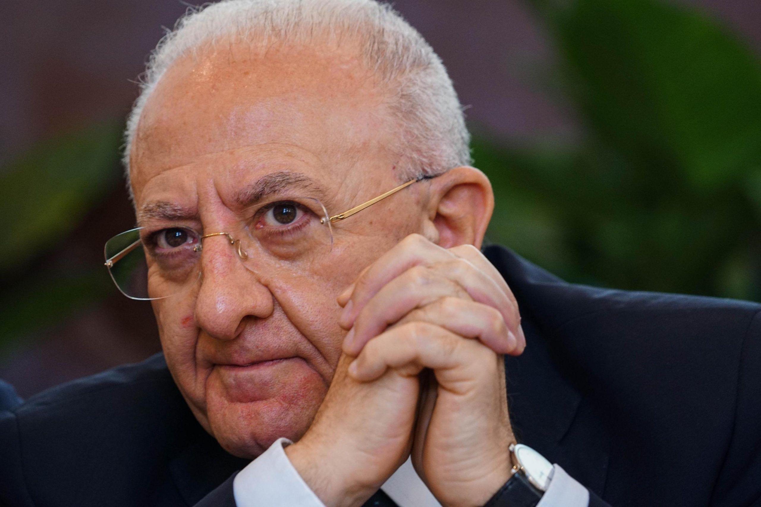 Vincenzo De Luca contro Alessandro Di Battista: 'Vai a coltivare pannocchie'