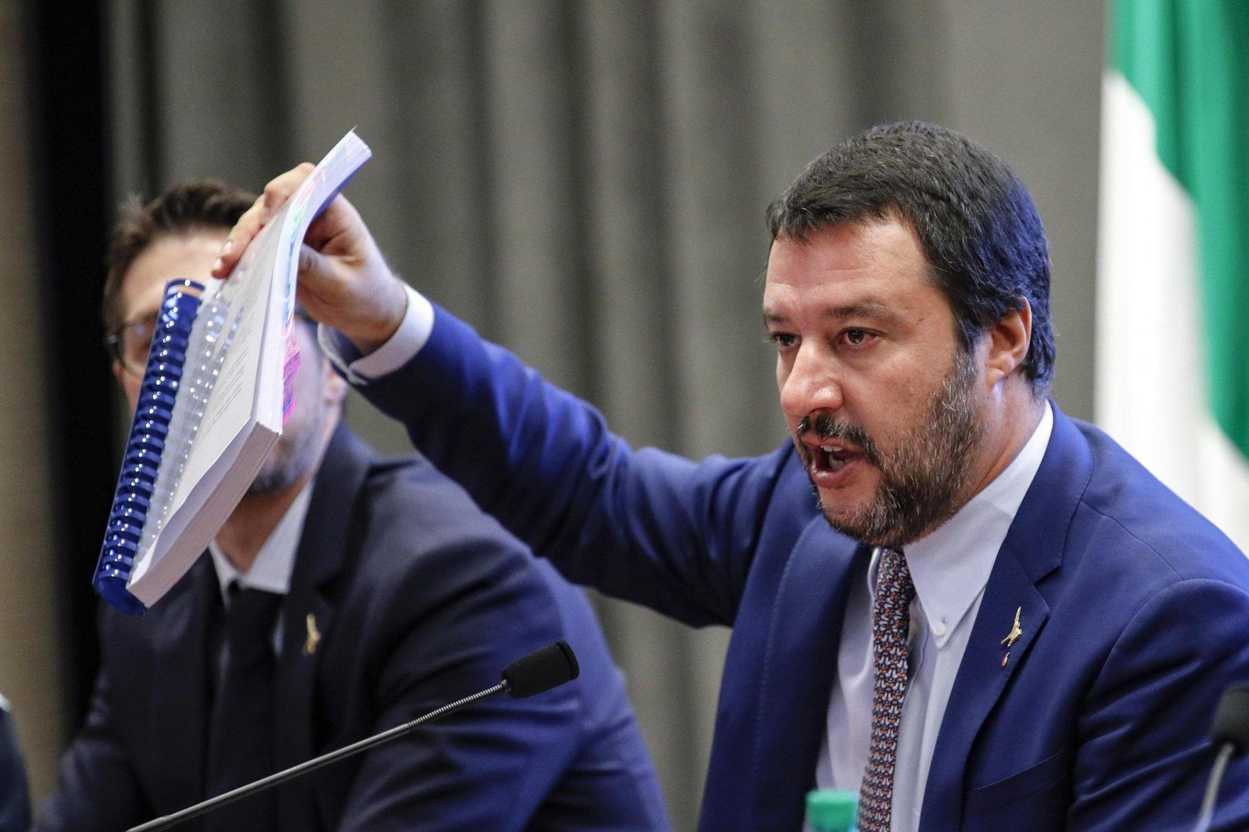Matteo Salvini annuncia il taglio da 35 a 19 euro per l'accoglienza dei migranti