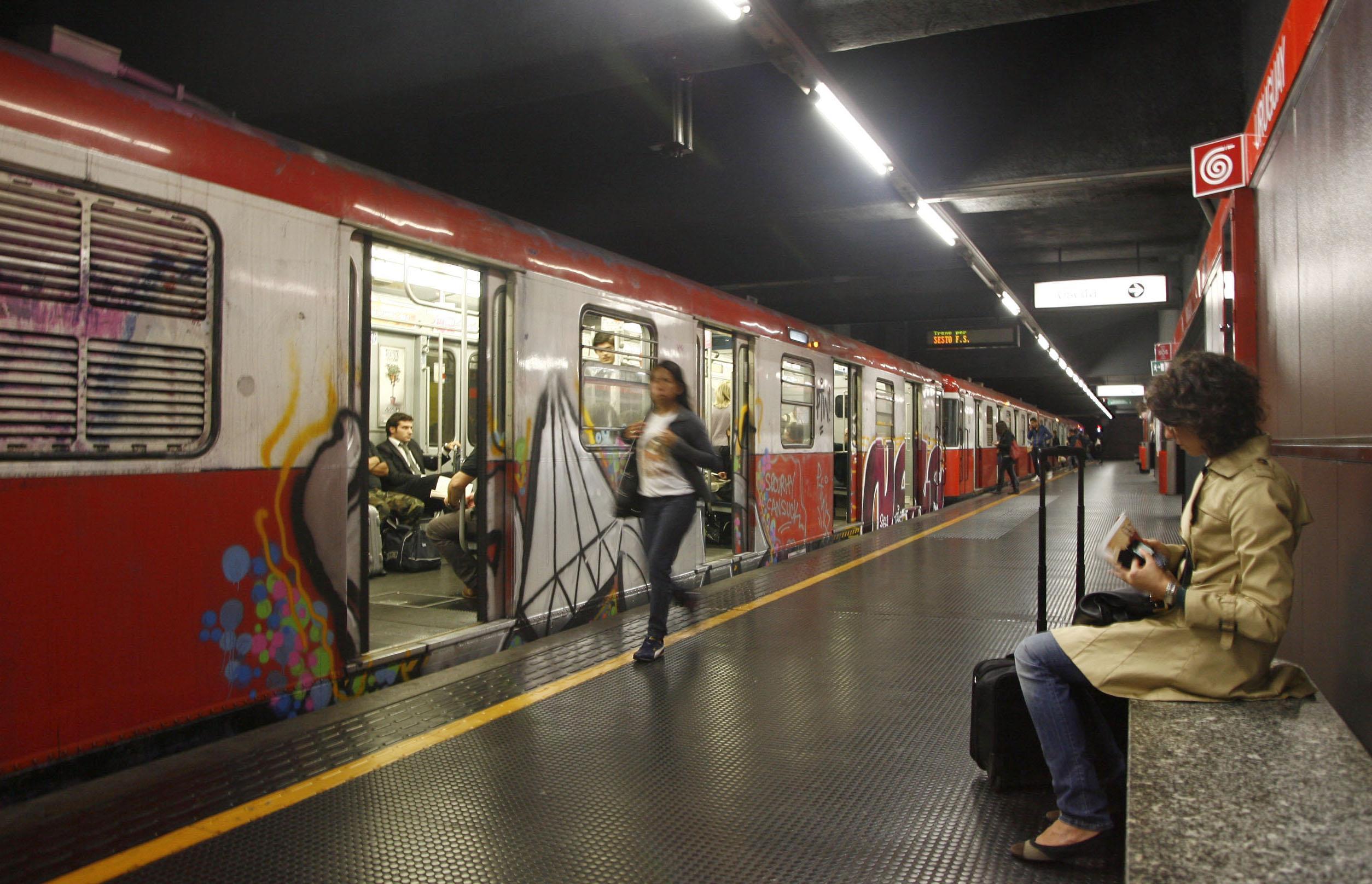 Milano, incidente in metro: linea sospesa e paura fra i pendolari