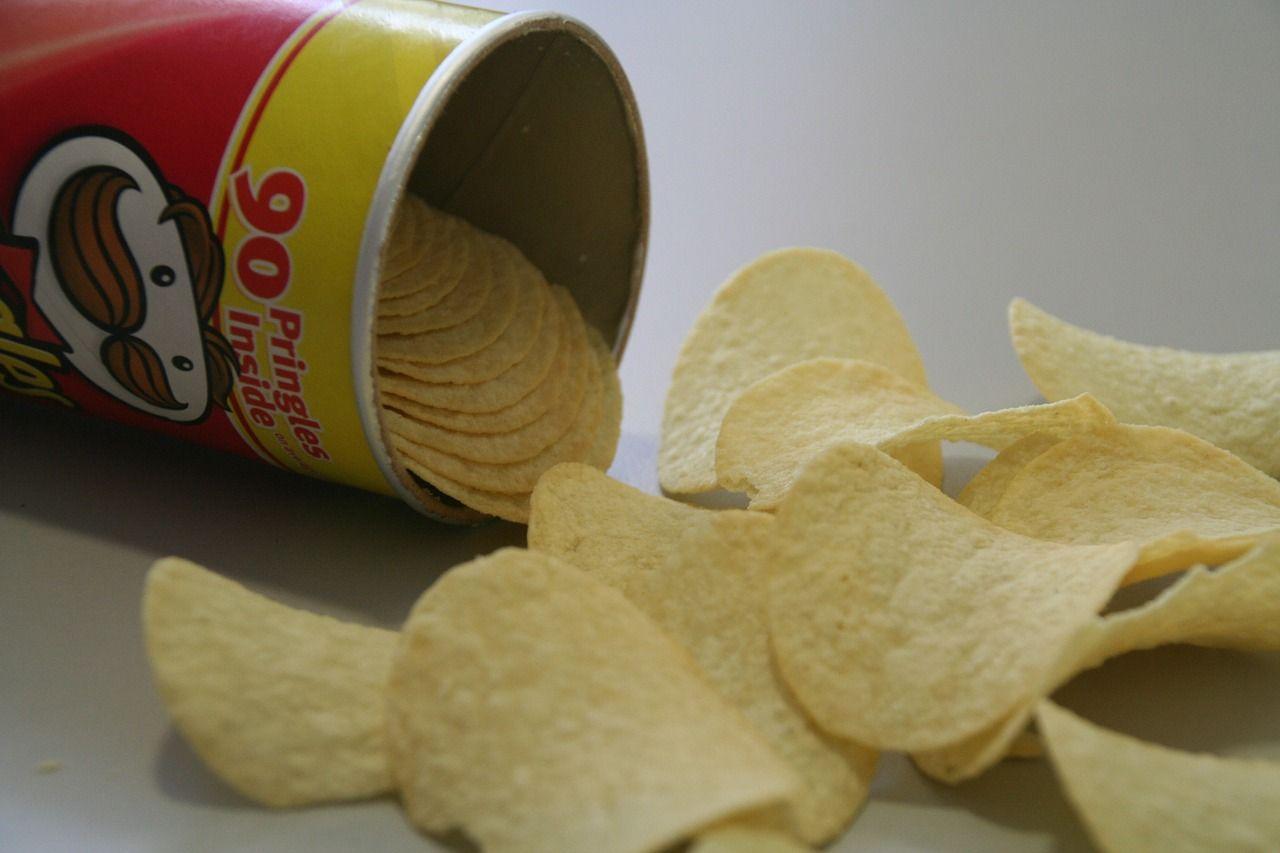 Rovina una confezione di Pringles, si becca 4 mesi di carcere
