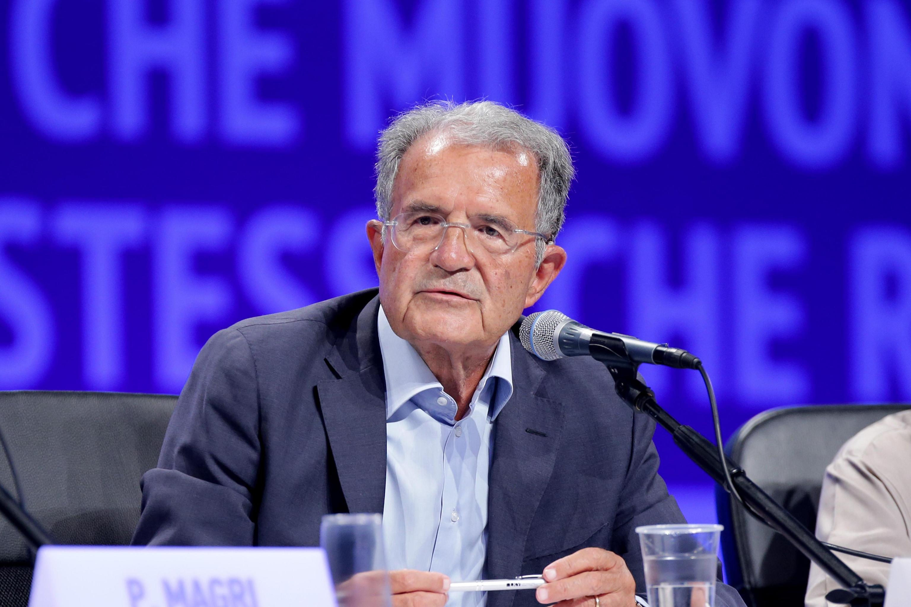 """Prodi: """"Gli operai guadagnano 200 volte in meno dei manager ma non si fa nulla"""""""