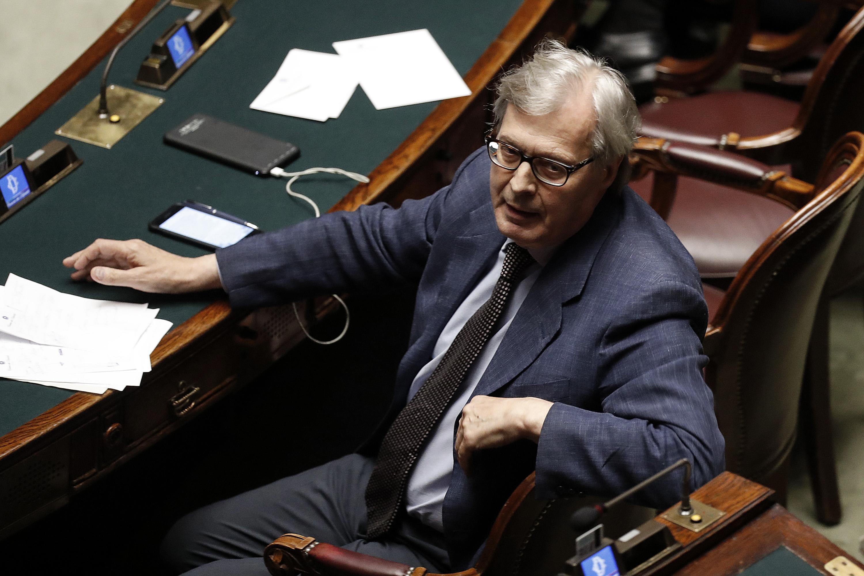 'Sono idioti, non dureranno a lungo', Vittorio Sgarbi dà la scadenza al governo Conte