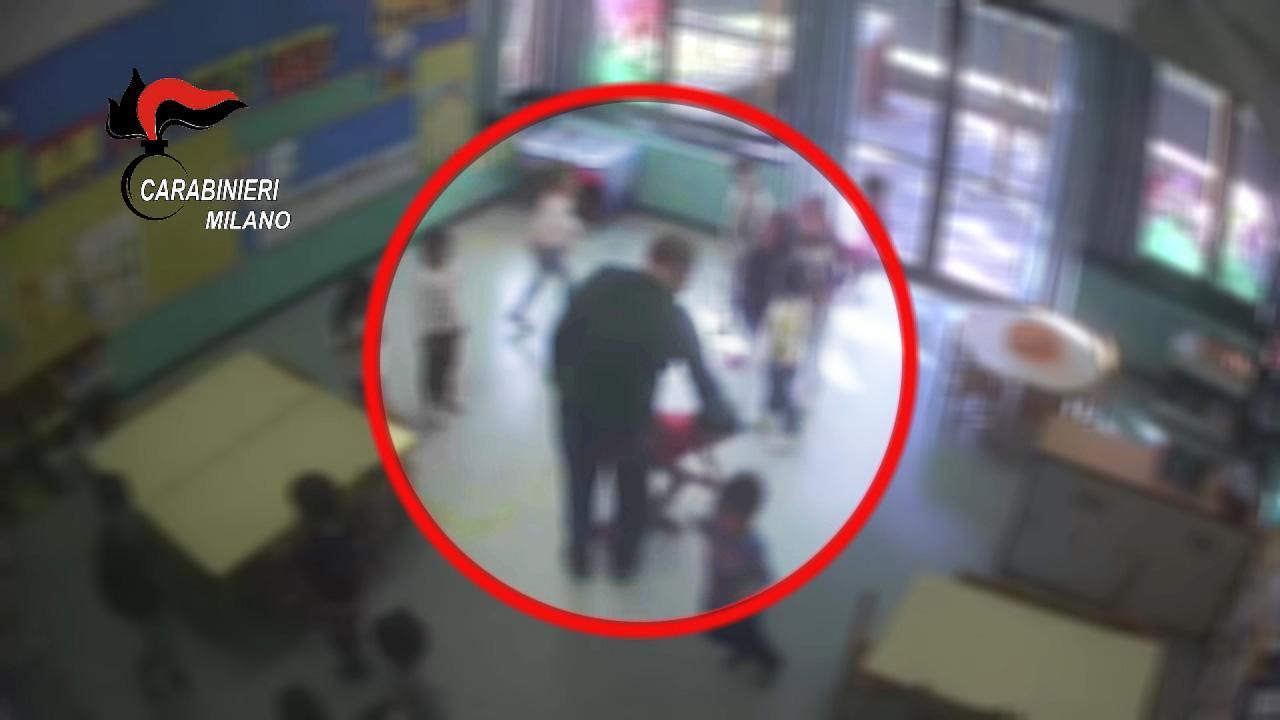 Schiaffi e calci ai bimbi all'asilo, arrestato un maestro