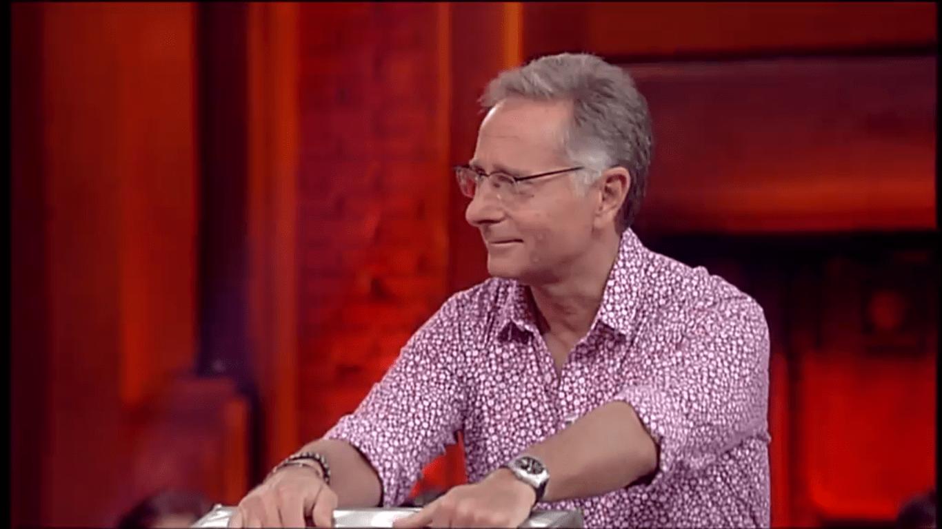 Avanti un Altro, lutto nel programma di Paolo Bonolis: morto il valletto Michele Volpe