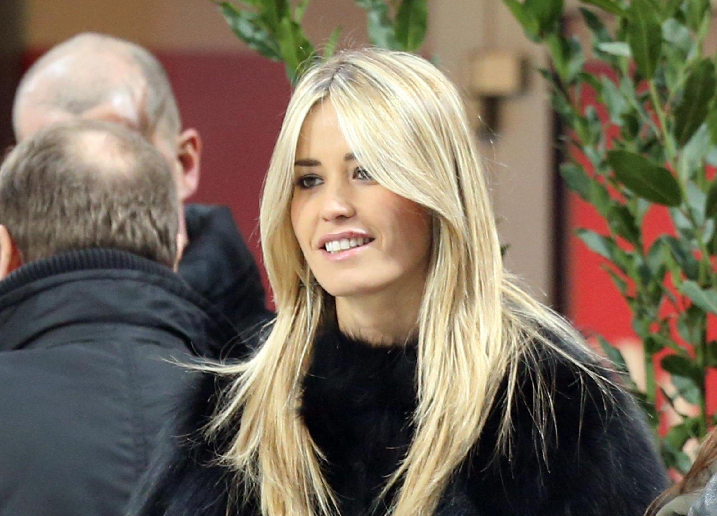 Elena Santarelli, la showgirl lascia i social: 'Cercate di stupirvi della vita'