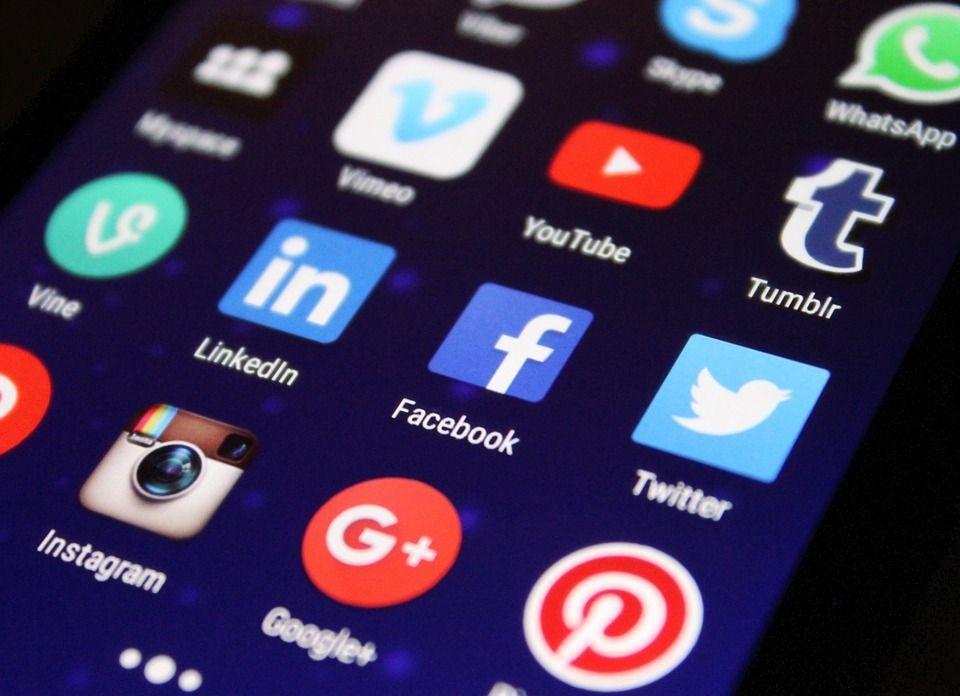 Quanto rispetti l'etichetta social? Scoprilo col nostro test