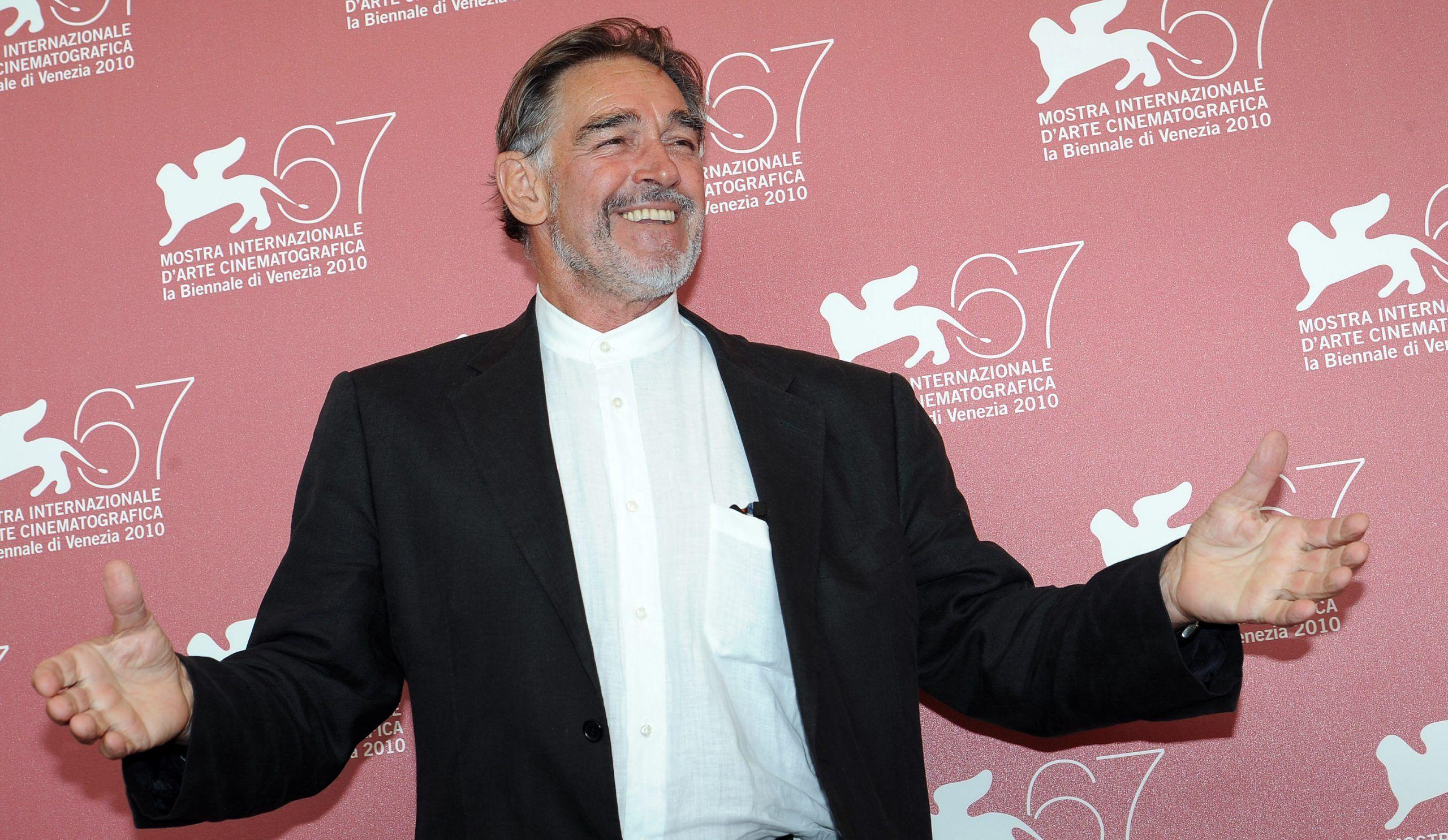 Fabio Testi: 'Per lavorare in Rai devo fare un tesserino da gay, poi uno da tossico per l'altro ambiente'
