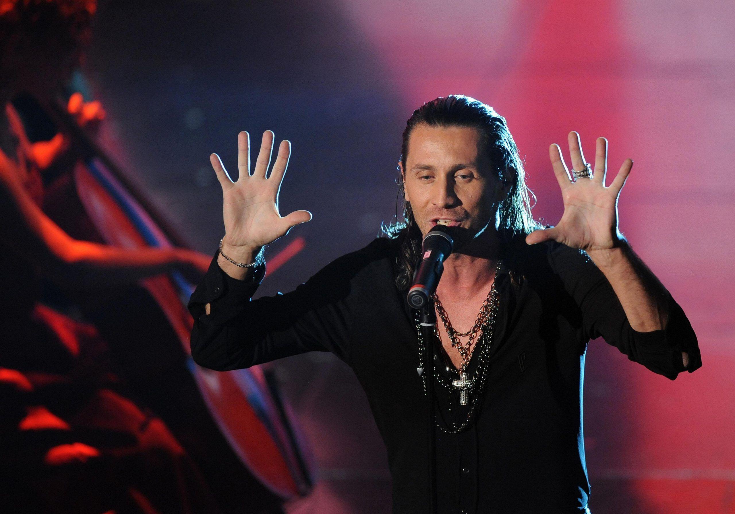 Povia: 'Non guardo X Factor, sono invidioso di chi sta lì: mi piacerebbe fare il giudice'