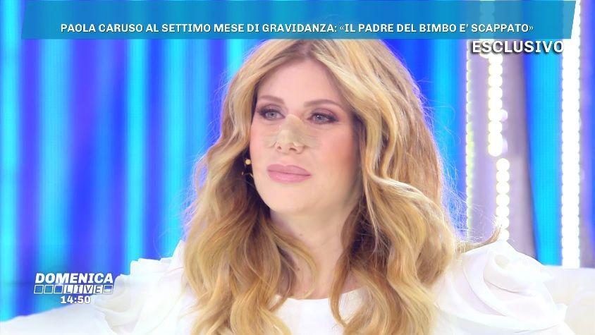 Domenica Live, Paola Caruso: 'Questo bambino è un highlander'. Poi si sente male