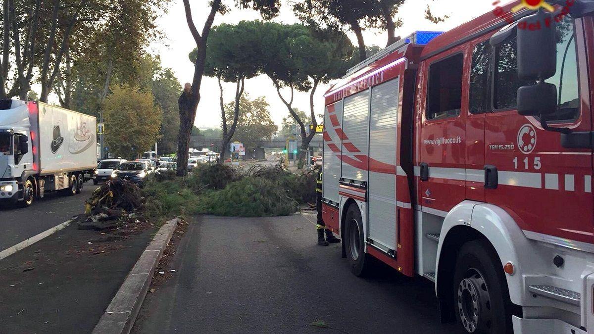 Roma: incendio in via Salaria, nell'impianto di riciclo dei rifiuti