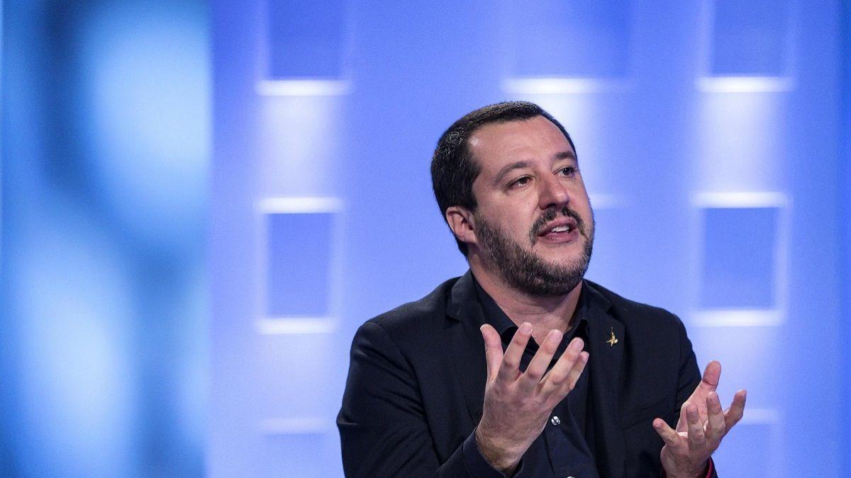 Salvini difende il Presepe nelle scuole e accusa: 'Chi tiene Gesù fuori dall'aula non è un educatore'