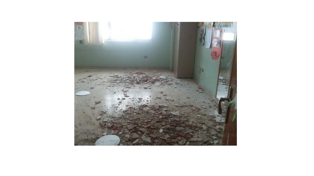Taranto, crollano pezzi di soffitto su una lavoratrice in un call center: 'Se denunci perdi il lavoro'