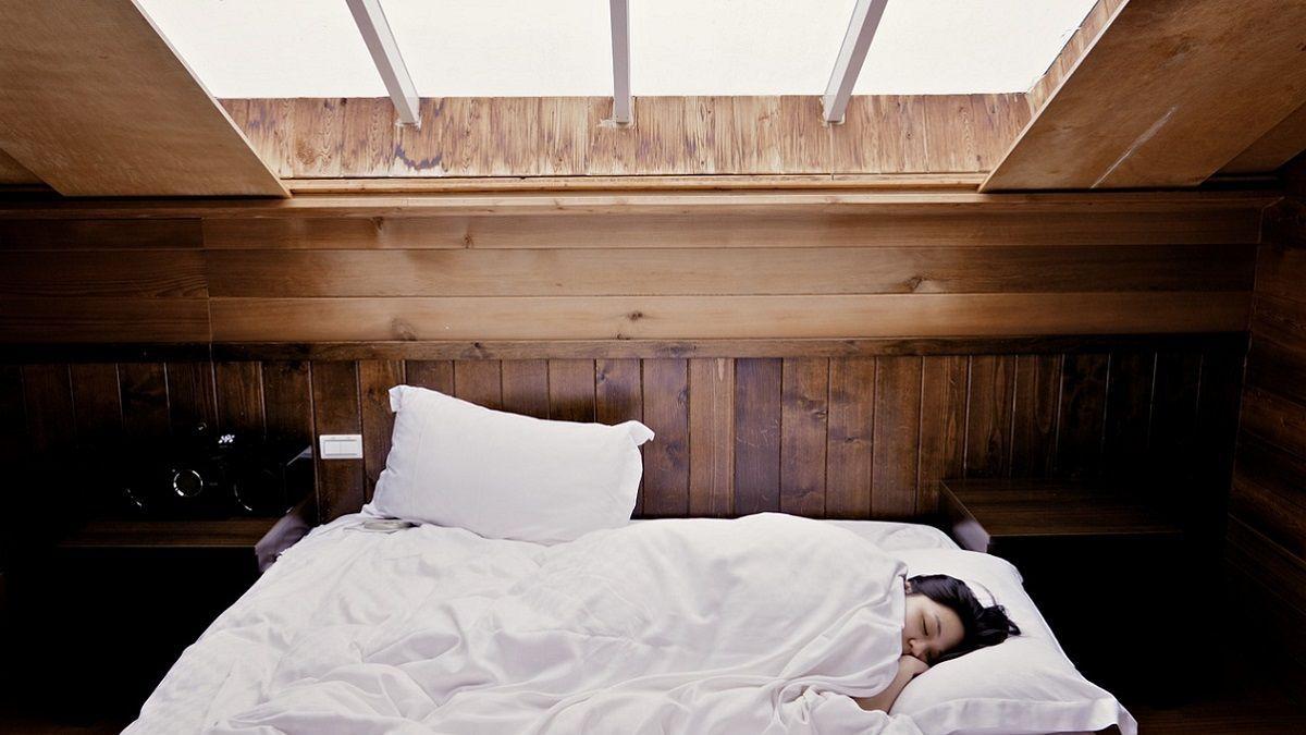 Tragedia a Certosa: muore nel sonno a 19 anni. Tra le ipotesi un'infezione da staffilococco