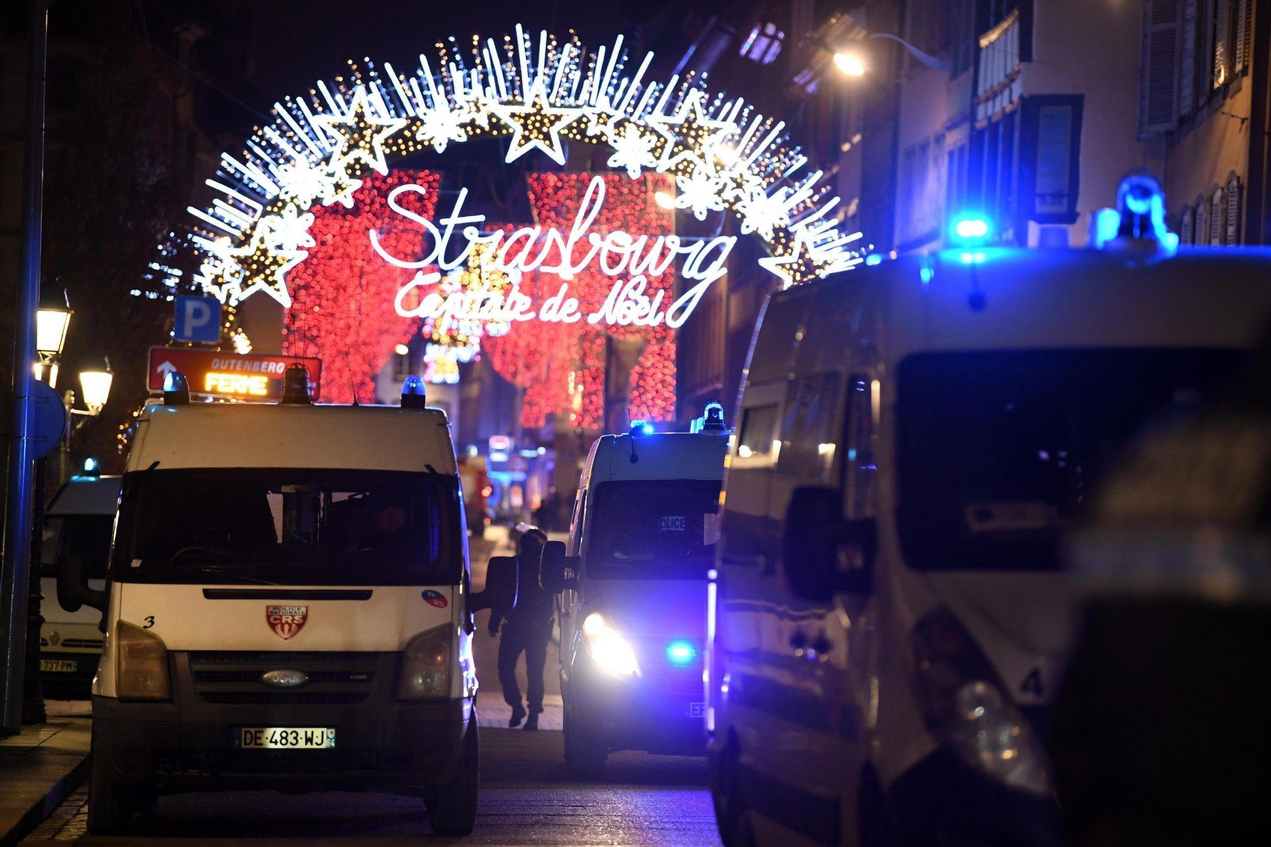 Attentato a Strasburgo, spari sulla folla al mercatino di Natale: 3 morti, grave un italiano