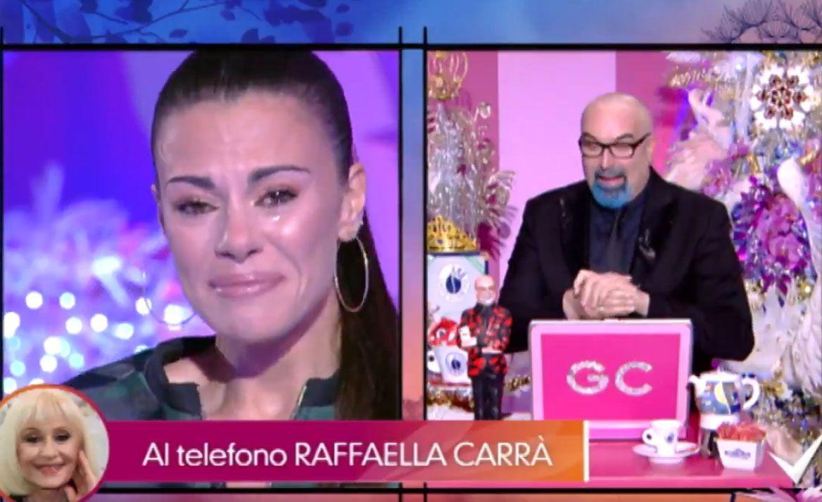 Bianca Guaccero in lacrime a Detto Fatto per la telefonata di Raffaella Carrà