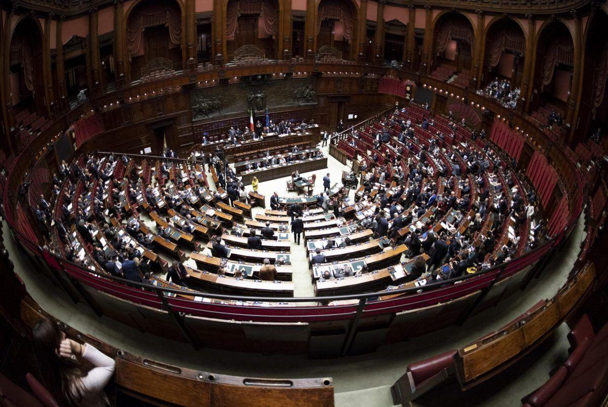 Incontro hot nei bagni di Montecitorio tra due deputati di Lega e M5S