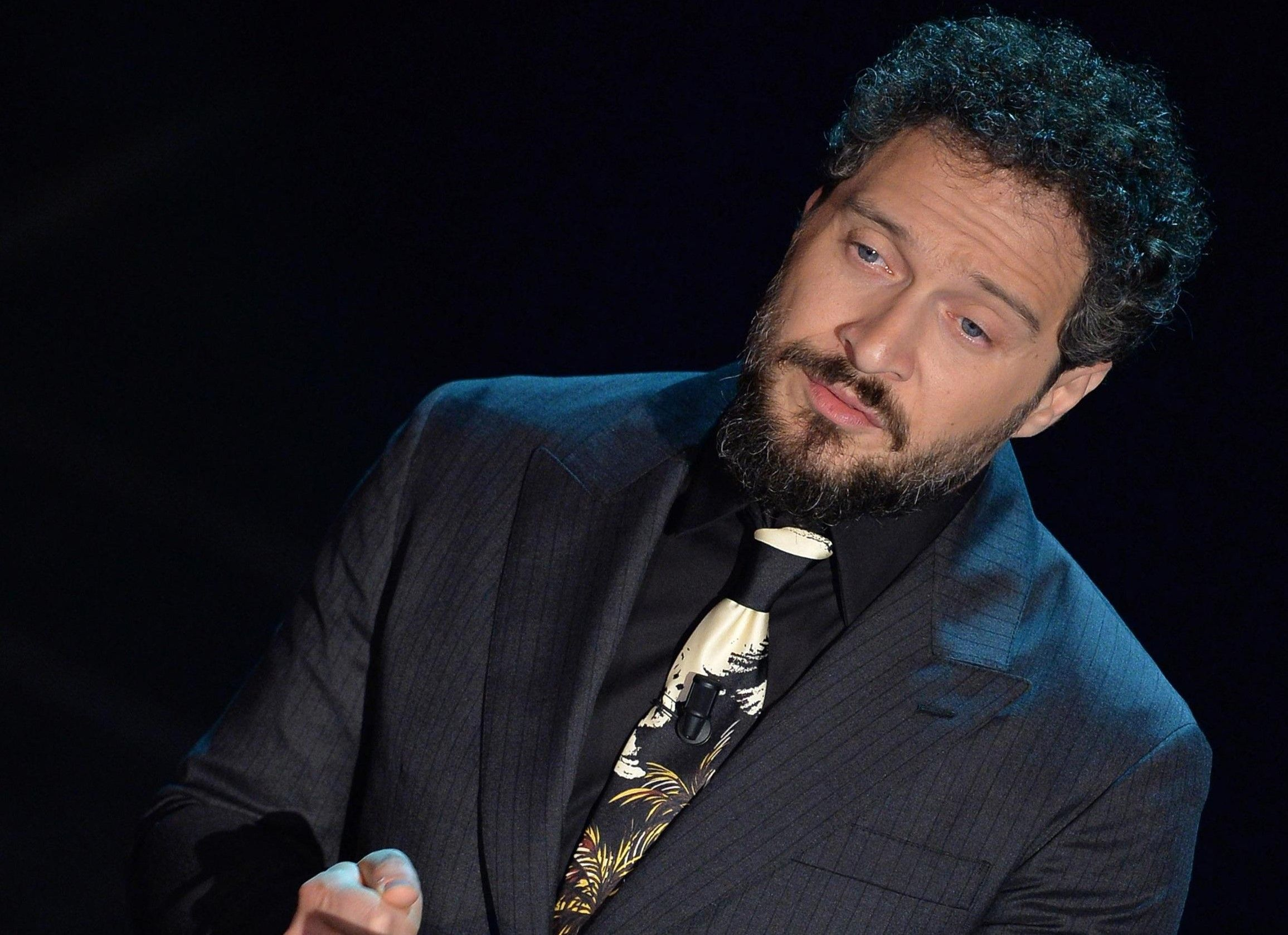 Sanremo 2019: Claudio Santamaria conduttore del Festival, ma solo per una serata