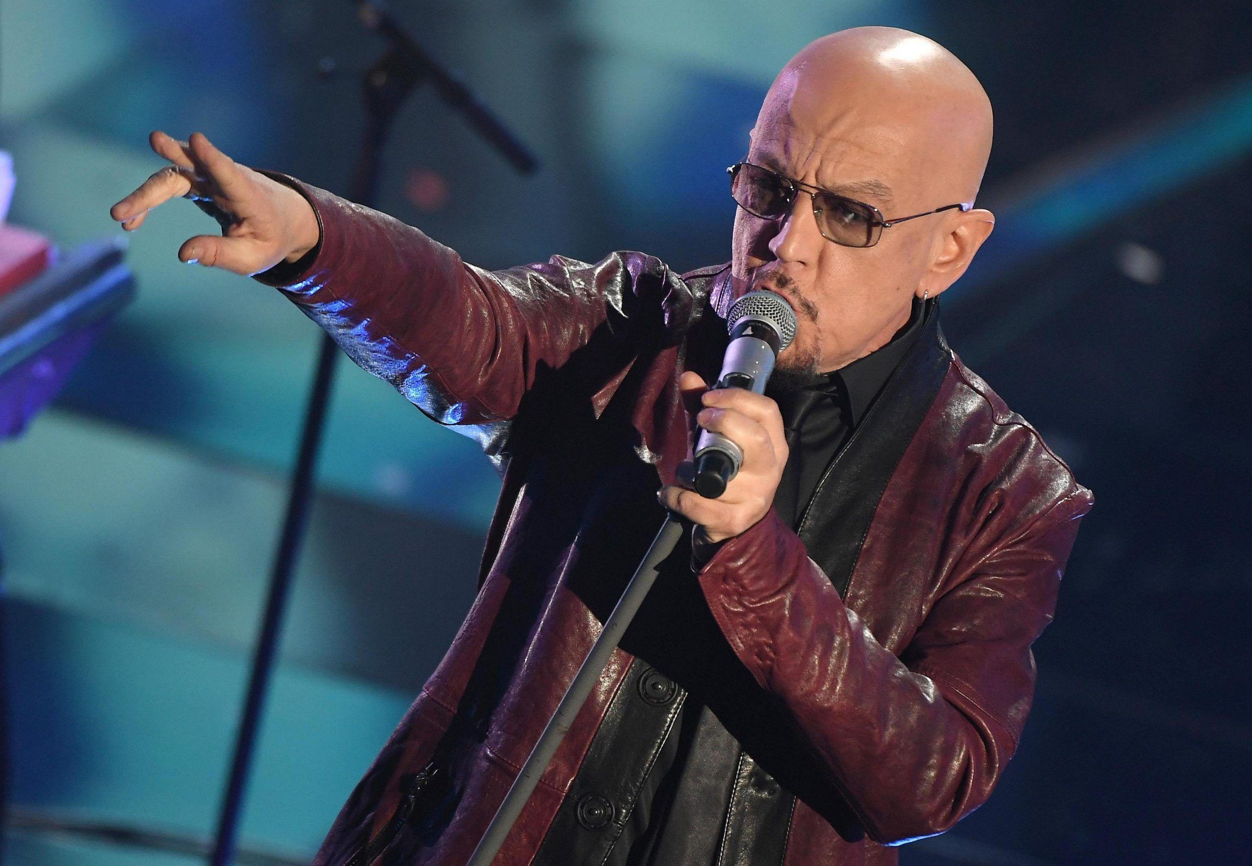 Enrico Ruggeri incidente per il cantante: '400 metri in testa-coda'