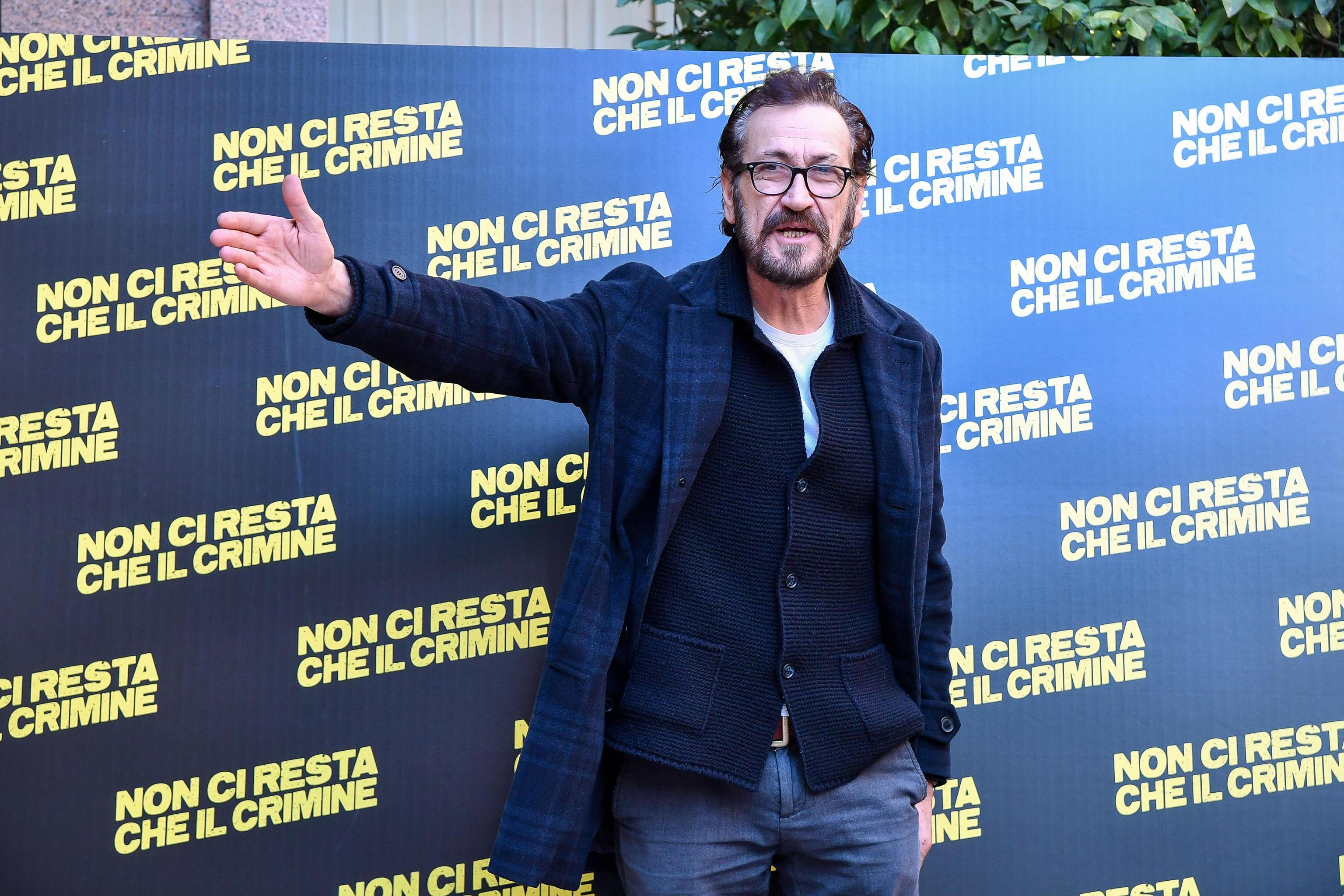 Marco Giallini, polemica per la frase 'Mozzarella contaminata di Caserta' nel suo ultimo film